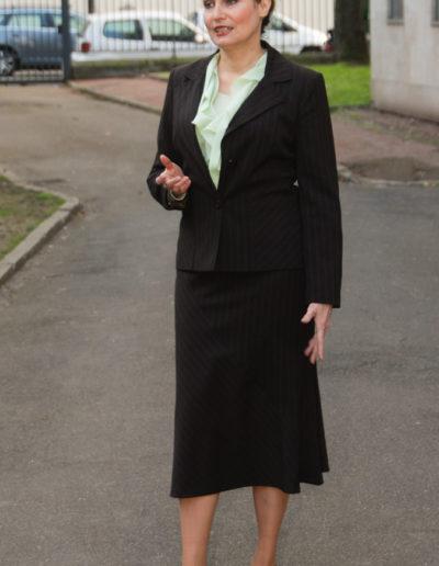 Corinne Corson en pied role femme d'affaire
